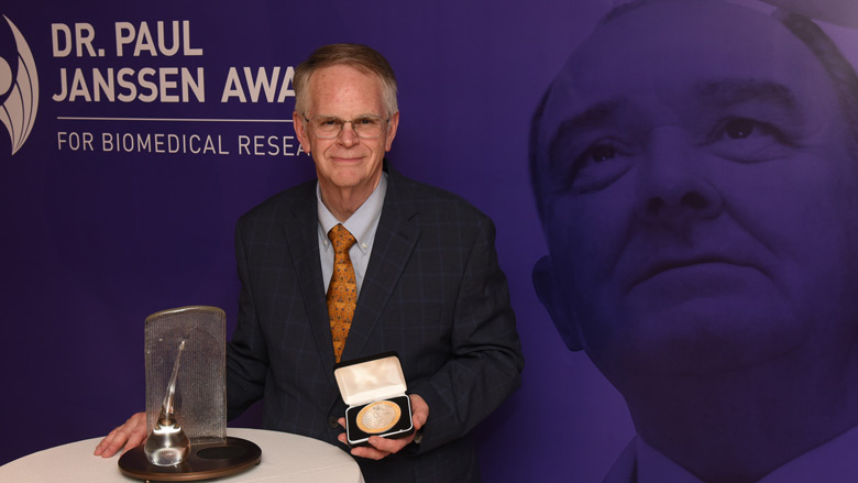 Douglas Wallace PhD receives Dr. Paul Janssen Award