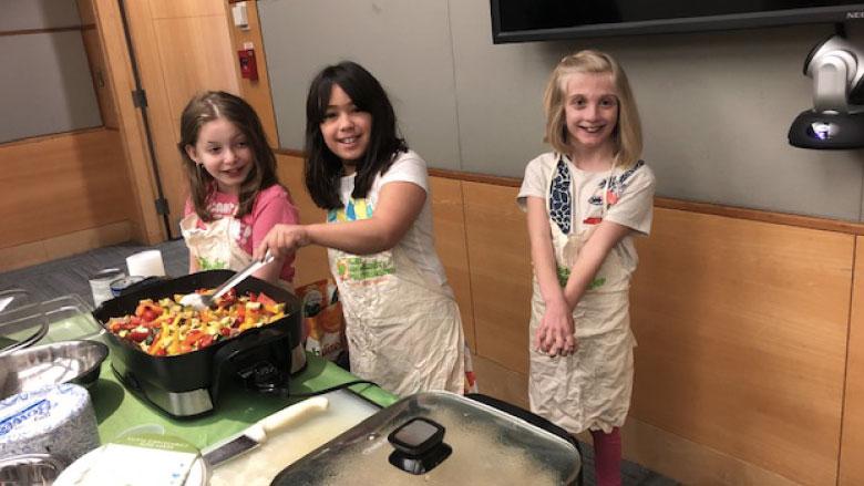 girls cooking