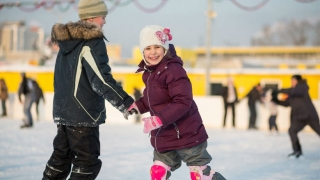 Children iceskating
