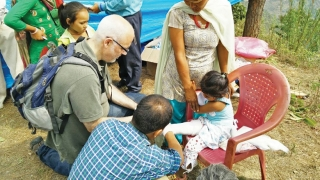 Dr Spiegel visits Nepal to provide medical aid